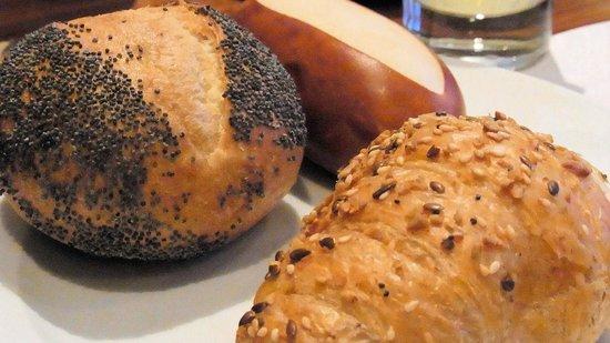 Moevenpick Hotel Zurich-Airport:                   朝食のパンの種類は豊富