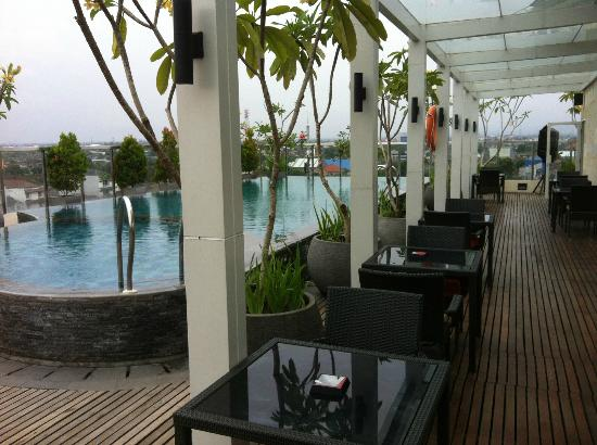 Ibis Styles Yogyakarta: Rooftop Swimming Pool and Lounge