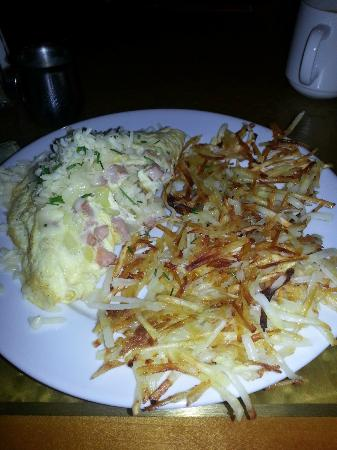 Sheraton Suites Country Club Plaza: My first breakfast, Omellette with Hash Browns