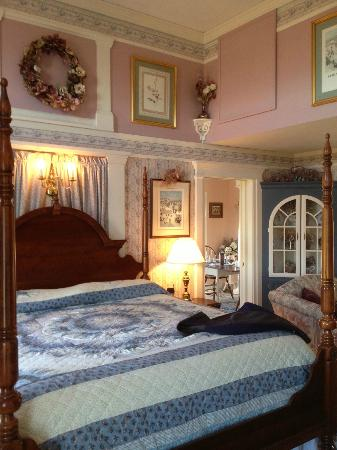 The Polly Harper Inn: Polly's Room