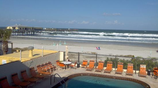Royal Holiday Beach Motel: This is the view from the oceanfront efficiency where we stayed.