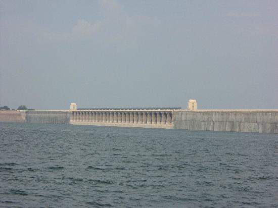 Nagarjuna Sagar, India: Dam as seen from the ferry