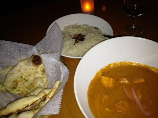 Thali: delicious vegetarian curry with nam garlic bread and tasty rice
