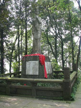 Mingshan County, China: Maidnen statue