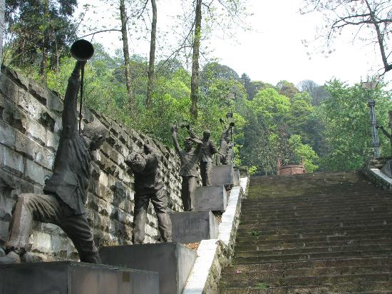 Mingshan County, China: Statues of guys pouring tea