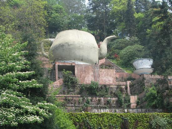 Mingshan County, Chiny: The biggest teapot and cup