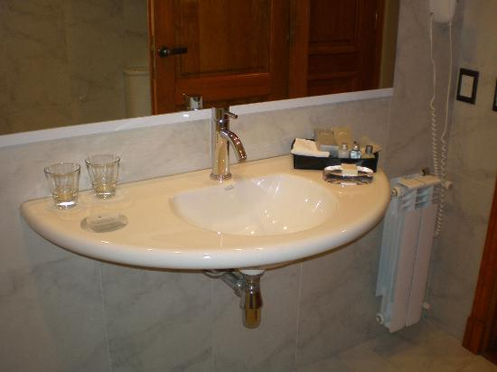 Alma del Lago Suites & Spa: Baño