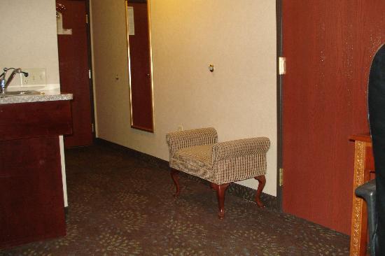 Holiday Inn Express Woodhaven: Hallway