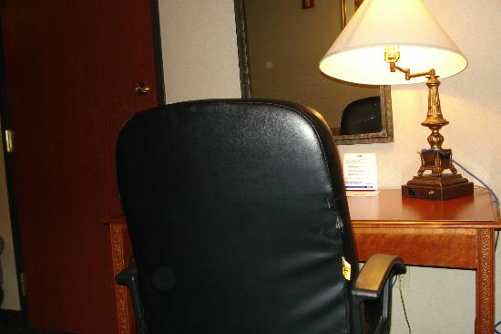 Holiday Inn Express Woodhaven : Desk and chair