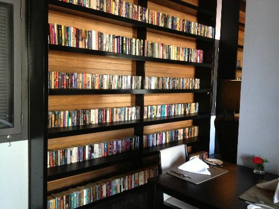 Sofitel Luang Prabang Hotel: Library