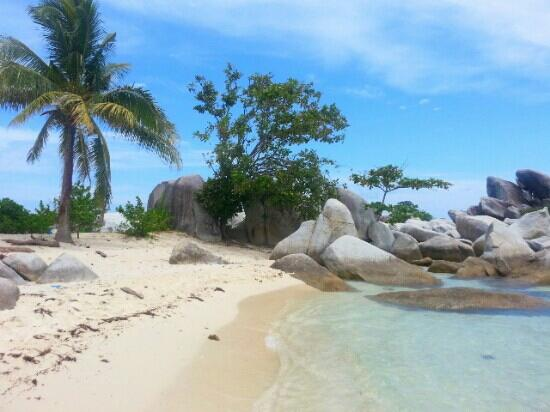 Belitung Island, Indonesien: Beautiful natural beach
