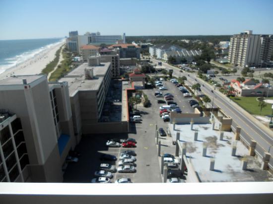 Westgate Myrtle Beach Oceanfront Resort : hotel parking lot