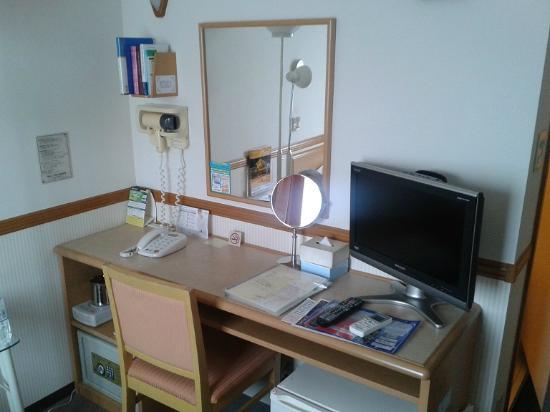 Toyoko Inn Haneda Airport 2: Desk/TV