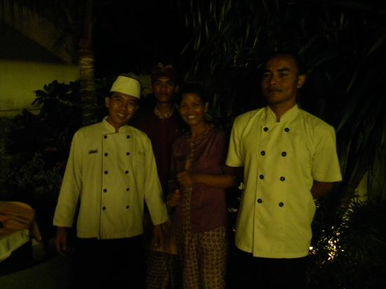 Royal Kamuela Ubud: Staff who prepared the villa for poolside dinner