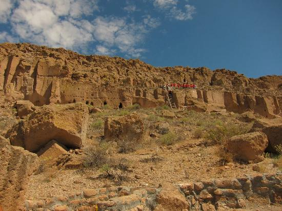 Puye Cliff Dwellings : Looking up at the Cliffs from the Visitor's Center