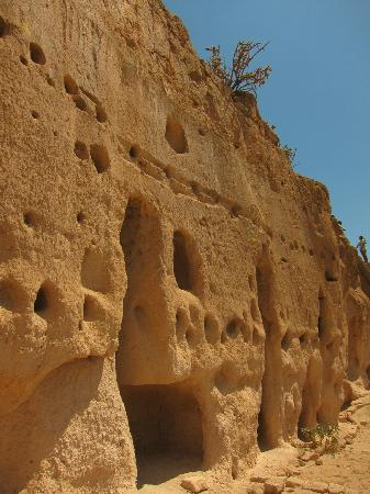 Puye Cliff Dwellings : Up close to the dwellings