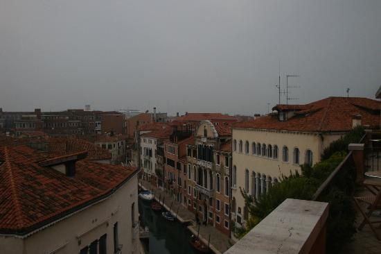 Hotel Papadopoli Venezia MGallery by Sofitel: View from 525 balcony