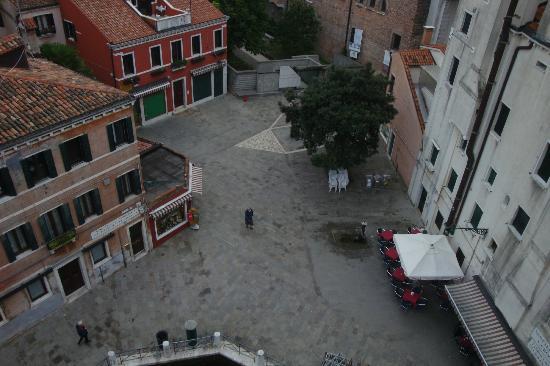 Hotel Papadopoli Venezia MGallery by Sofitel: View of Campo Tolentini