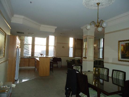 Royal Albert Hotel: Two bedroom apt