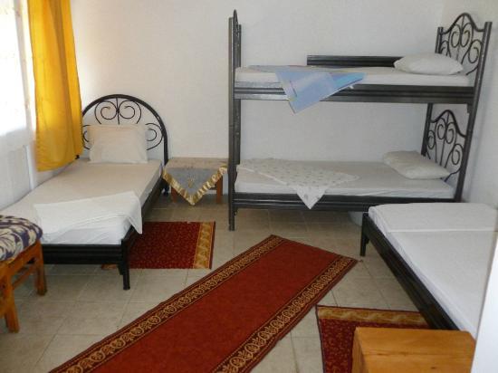 Ferah Pension: The dorm room