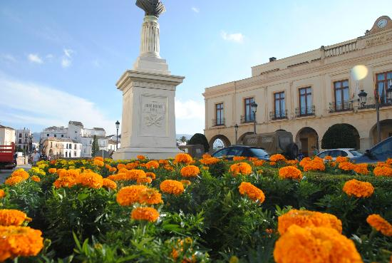 La Ciudad: Estatua en la parte nueva