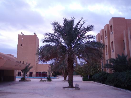 Hotel El Djanoub: ホテルの中庭