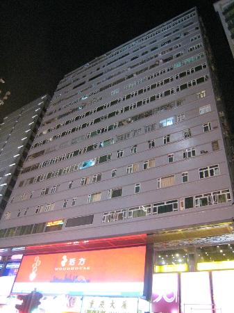 Kyoto Guest House: Chung King Mansions at Night from Nathan Road