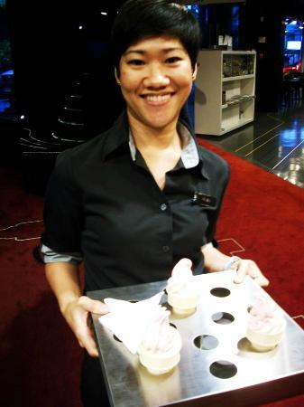 Galleria 10 Sukhumvit: Welcome ice cream