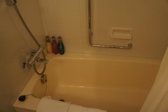 Haneda Excel Hotel Tokyu: Western style size bath tub
