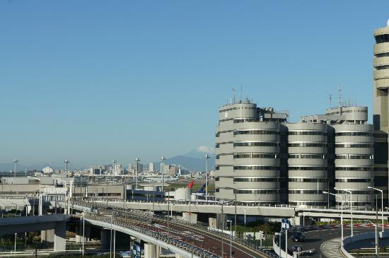 Haneda Excel Hotel Tokyu: From the room, you can see Mount Fuji