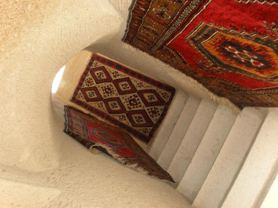 Safran Cave Hotel: お部屋へ行く階段