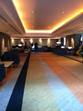 Zenith Sukhumwit Hotel Bangkok: lobby