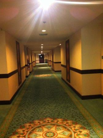 Zenith Sukhumwit Hotel Bangkok: wide corridor
