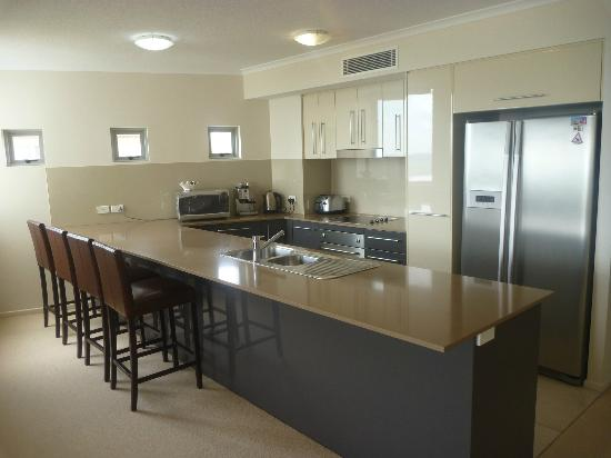Aspire on Kings Holiday Apartments: Unit 12 kitchen