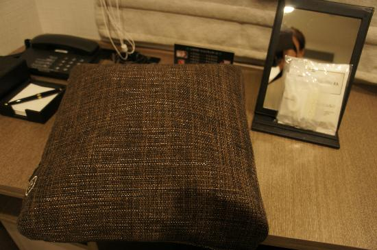 Viainn Higashi Ginza: Left is massage cushion and extra amenities for ladies only