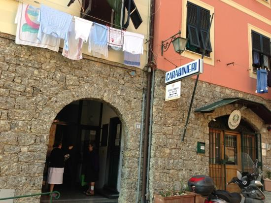 B&B Tre Mari Portofino: Enter doorway here for Tre Mari. It is not obvious to new guest.