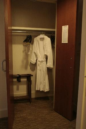 The Westin Chicago North Shore: Cozy robe!