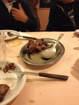 Agriturismo Calavrina: salsicce ed olive