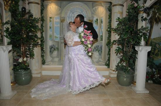 Princess Wedding Chapel: What a Kiss