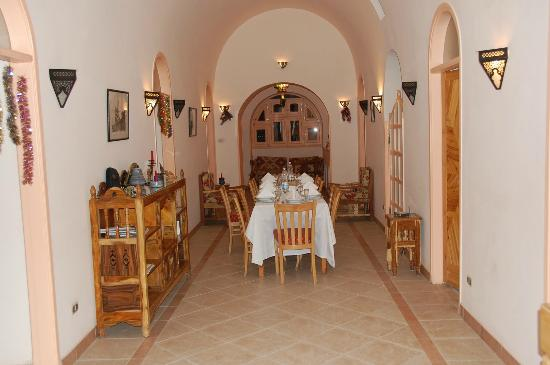 Villa al-diwan: dining room , for more than 7 person we prepare this tables