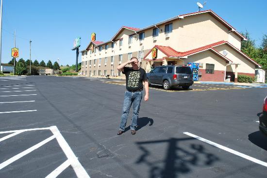 Super 8 Tuscaloosa : Parking lot
