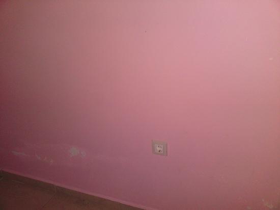 Hotel Burc: Wand im Schlafzimmer