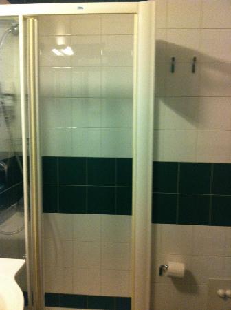 Hotel West Point: Bathroom1
