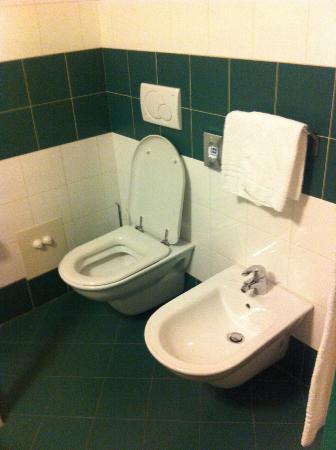 Hotel West Point: Bathroom