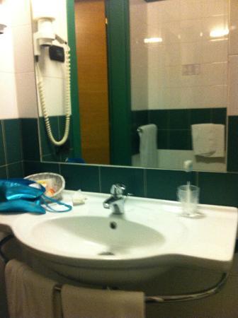 Hotel West Point: Bathroom2