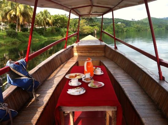 Afrikiko River Front Resort: simple but nice breakfast