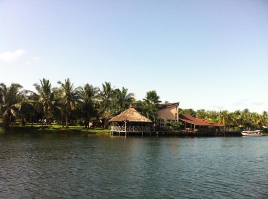 Afrikiko River Front Resort: view of the hotel from lake side