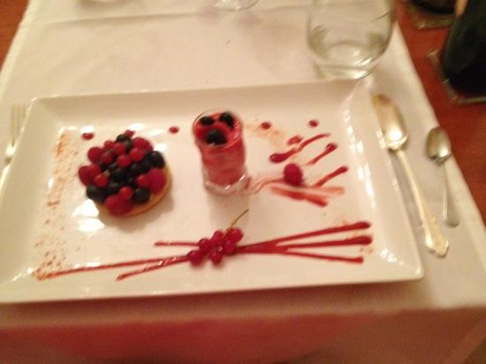 Hotel-Restaurant Edward 1er : Nachtisch abends