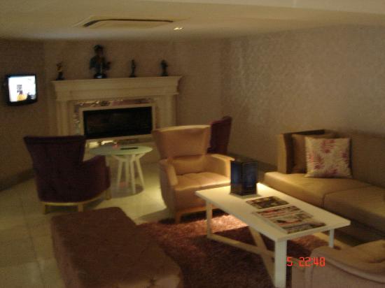 DoubleTree by Hilton Izmir - Alsancak: Σαλονι στο ξενοδοχειο