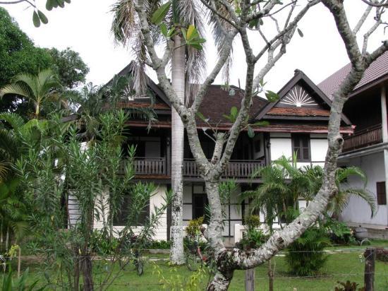 Kongmany Hotel: Au milieu de la verdure